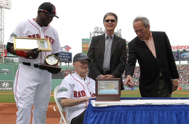 Johnny Pesky receives Chelsea Clock with David Ortiz